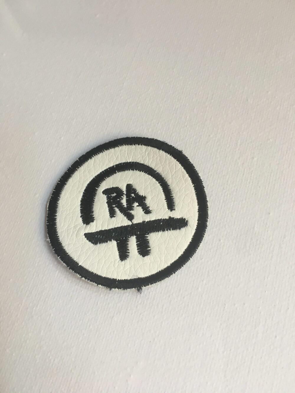 Nášivka S Ochranným Symbolem RA – Bílá 5 Cm