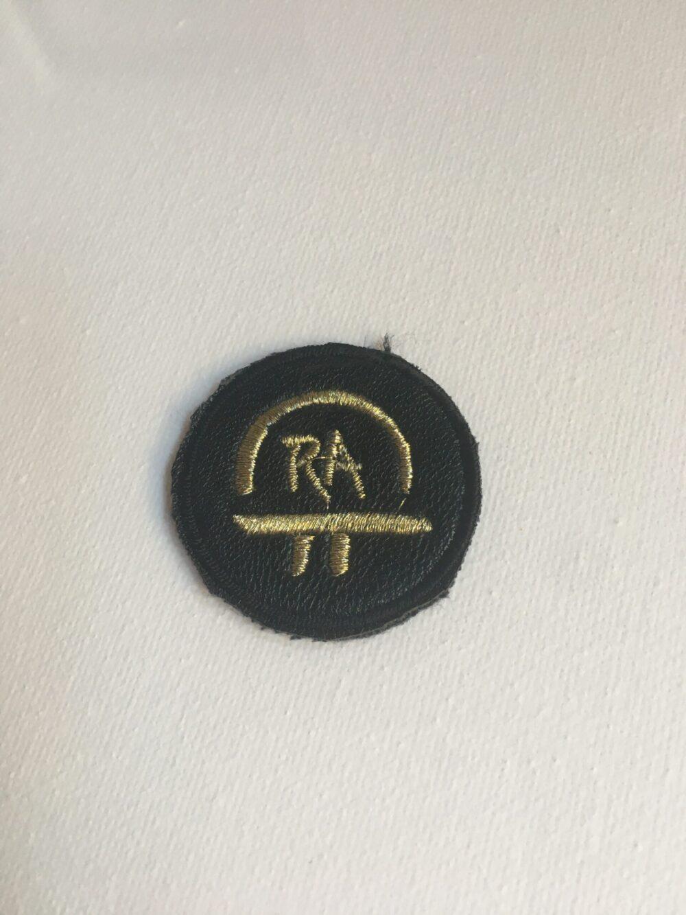 Nášivka S Ochranným Symbolem RA – černá 4 Cm